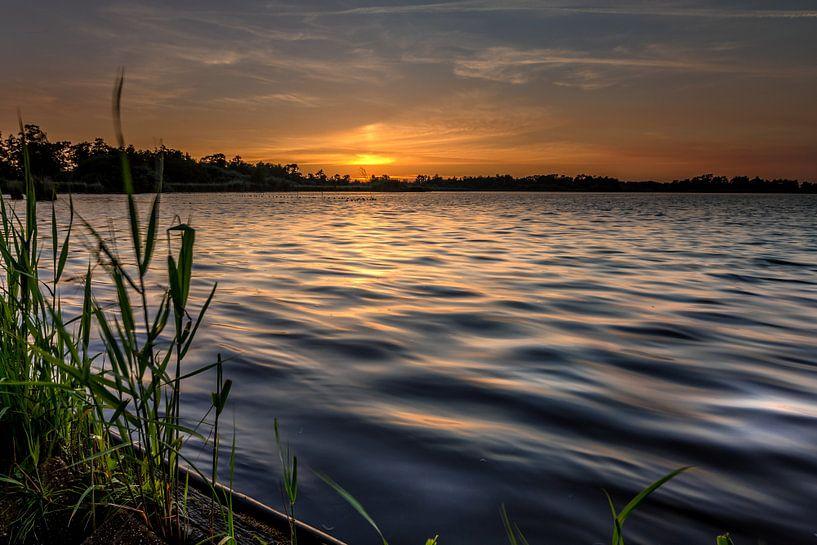 Zonsondergang aan het Leekstermeer van Jacques Jullens