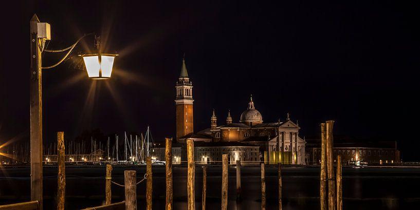 VENICE San Giorgio Maggiore at Night | panoramic view van Melanie Viola