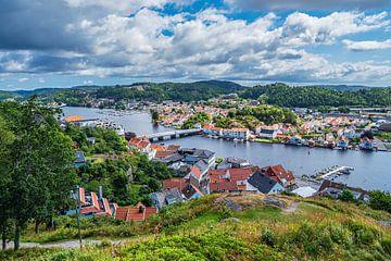Vue de la ville de Mandal en Norvège depuis le point de vue d'Uranienborg.