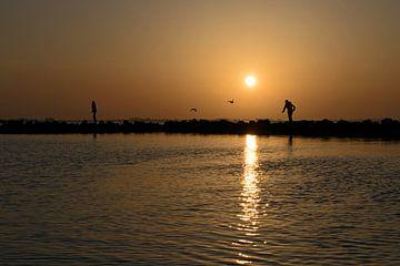 Sonnenuntergang am Grevelingen, Spaziergang über die Wellenbrecher von Judith Cool