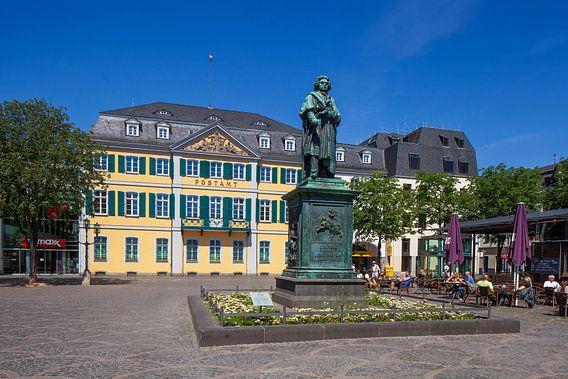 Beethoven-Denkmal und Hauptpostamt, Ehemaliges Fürstenbergisches Palais am Münsterplatz, Bonn, Nordr