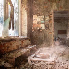 Verlassene Schule in Tschernobyl. von Roman Robroek