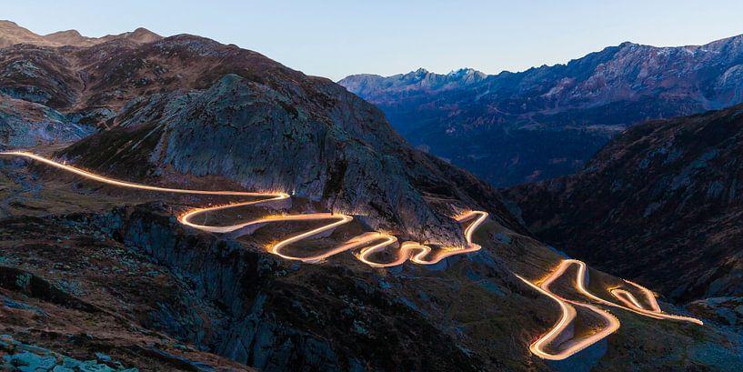 Tremolastrasse road at Gotthard Pass in Switzerland van Werner Dieterich
