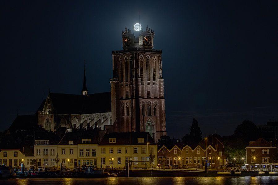 """Volle Maan als kroon op """"de Grote Kerk"""" Dordrecht"""