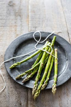 12306431 Verse asperge op een tinnen schaal van BeeldigBeeld Food & Lifestyle