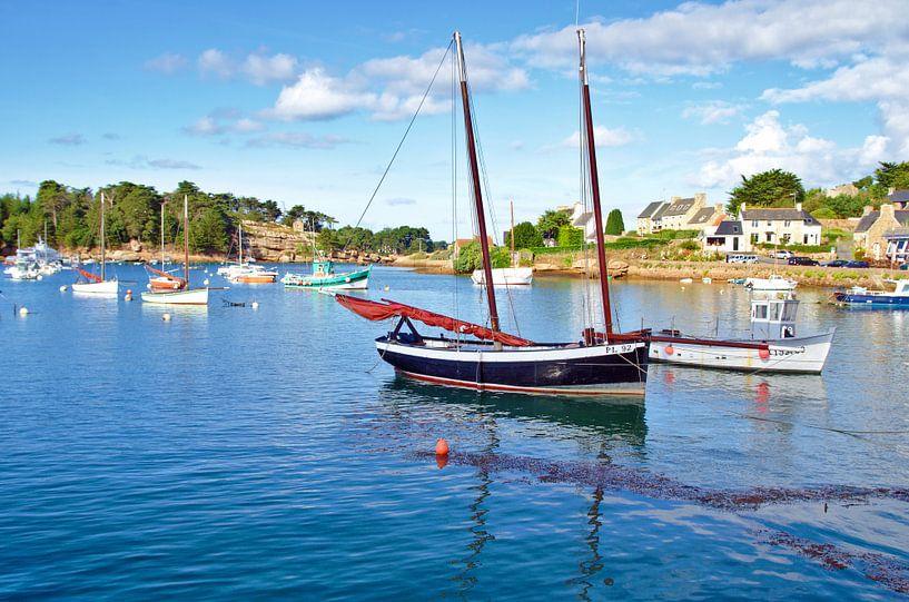 Harbour, at the Cote de Granit Rose van 7Horses Photography
