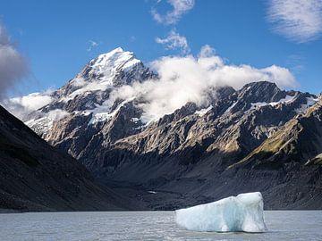 Het Gletsjermeer met ijsschots van Mount Cook in Nieuw-Zeeland van Rik Pijnenburg