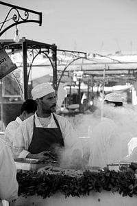 eettentje op het Djemaa el Fna  van Gonnie van de Schans