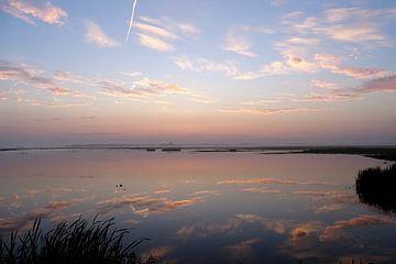 Misty sunrise van René Perdok