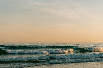Algarve zonsondergang aan het strand || Reisfoto Portugal van Suzanne Spijkers