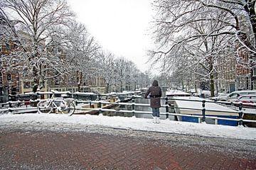 Besneeuwd Amsterdam in Nederland op een winterdag van Nisangha Masselink