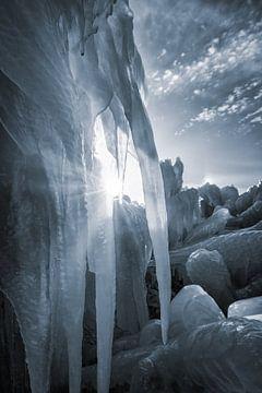 IJs sculpturen bij het Nationaal Park Lauwersmeer - In de winter wanneer er een harde wind vanuit he van Bas Meelker