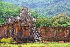 Boeddha tempel ruïne in regenwoud, Laos
