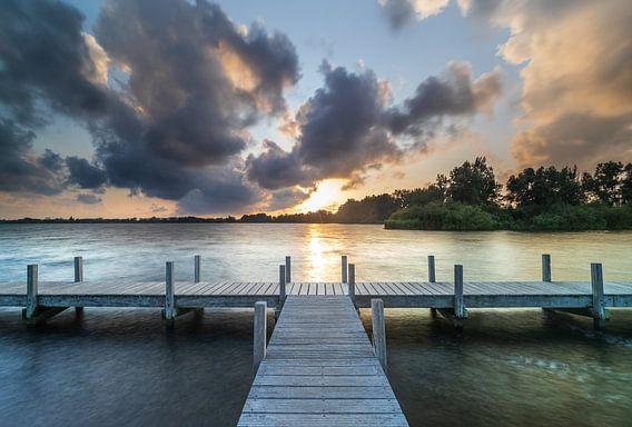 Paysage des polders néerlandais et coucher de soleil