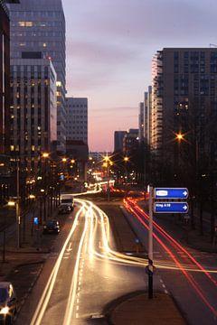 De Derkinderenstraat bij zonsopgang / oprit S106 naar de Ring A10 van Philip Nijman