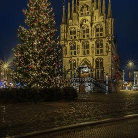 Gouds stadhuis in kerstsfeer van Renate Oskam