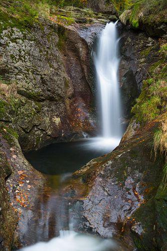 Prachtige waterval in het Bayerischer Wald, Duitsland. van
