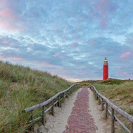 Vuurtoren van Texel tijdens zonsondergang. van Justin Sinner Pictures ( Fotograaf op Texel)