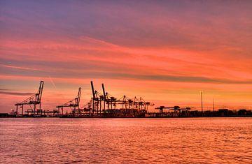 Rotterdamse haven sur Thijs Schouten