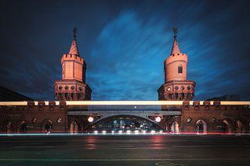 Berlin Oberbaumbrücke bei Nacht von Jean Claude Castor