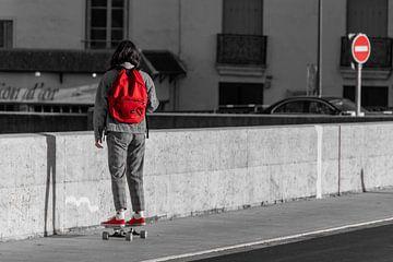 Dame en skateboard à Amboise sur Ramon Van Gelder