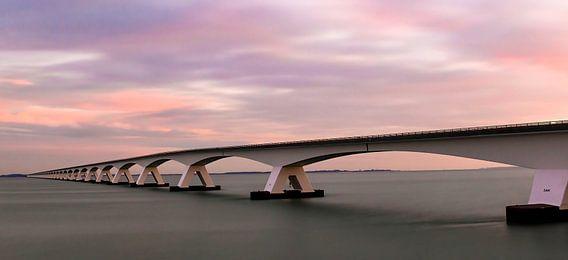Panorama Zeelandbrug tijdens zonsopkomst
