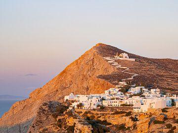 Sonnenuntergang im Dorf Chora auf der Insel Folegandros, Griechenland von Teun Janssen