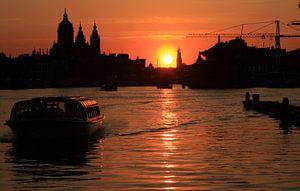 Zonsondergang Amsterdam van Orhan Sahin