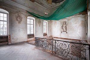 Verlassene Treppe im Ballsaal. von Roman Robroek