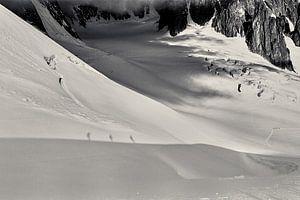 Shadows on the glacier van Lumi Toma