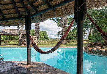 een hangmat bij het zwembad von