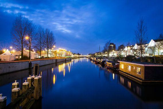 Merwedekanaal en de Jaarbeurs in Utrecht