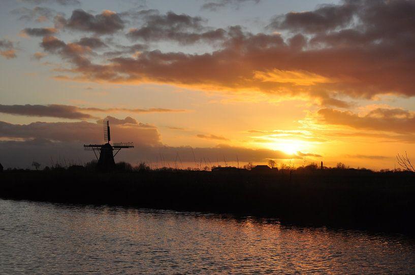 Molen in tegenlicht / Windmill in backlight van Henk de Boer