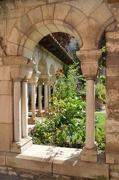 Sfeervolle kloostertuin /  Atmospheric monastery garden /   Jardin du monastère atmosphérique van Margriet's fotografie