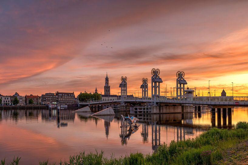 Stadsbrug Kampen zonsondergang van Fotografie Ronald