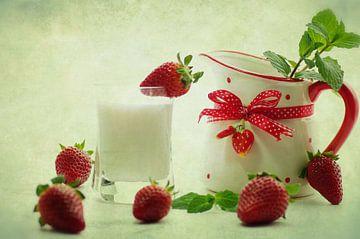 Landelijke stijl verse aardbeien stilleven von Tanja Riedel