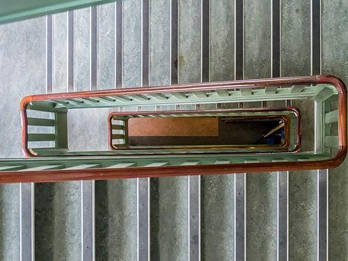 Het trappenhuis van het voormalig Prinsengrachtziekenhuis. van Don Fonzarelli