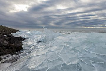 Kruiend ijs III van André Dorst