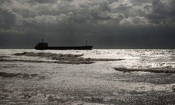 Vrachtschip voor de kust van Zoutelande van MSP Canvas