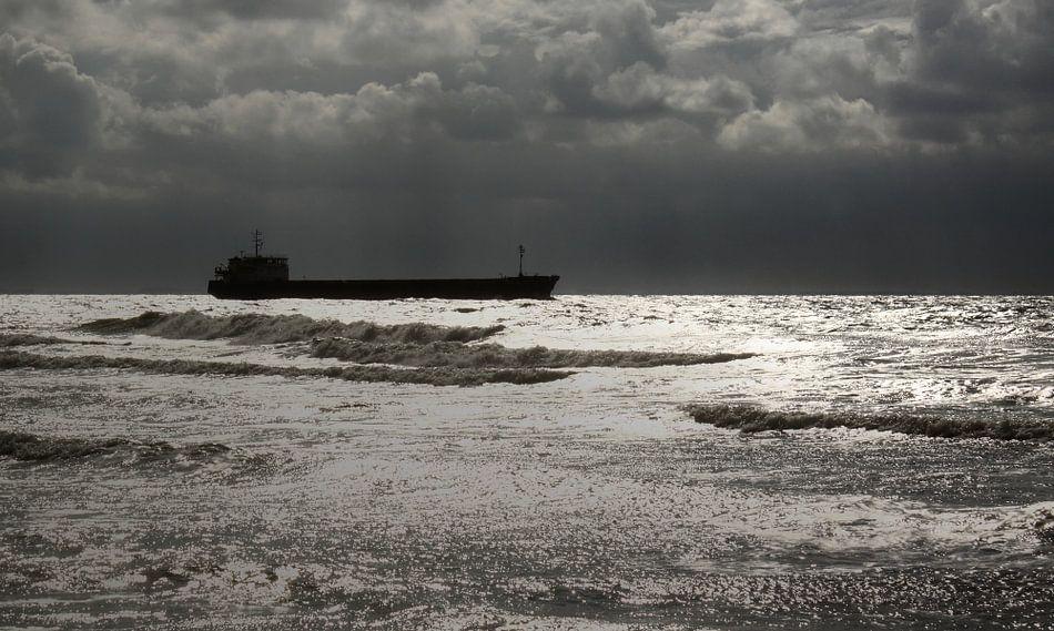Scheepvrachtverkeer voor de kust van Zoutelande