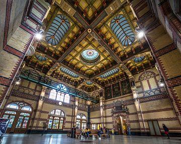 Die schöne zentrale Halle des Groninger Hauptbahnhofs von Claudio Duarte