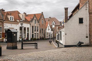 Vismarkt en beeld van de hond in Harderwijk van Elles Rijsdijk