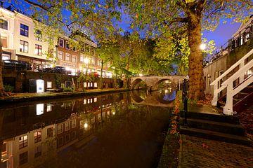 Oudegracht in Utrecht tussen Hamburgerbrug en Weesbrug sur Donker Utrecht