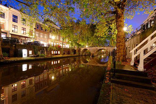 Oudegracht in Utrecht tussen Hamburgerbrug en Weesbrug von Donker Utrecht