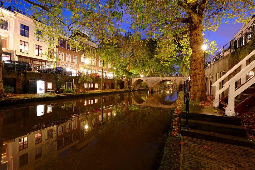 Oudegracht in Utrecht tussen Hamburgerbrug en Weesbrug van Donker Utrecht