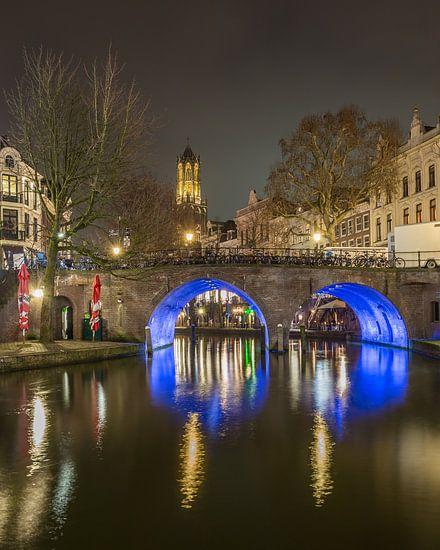 Domtoren, Bakkerbrug en Oudegracht in Utrecht in de avond - 2