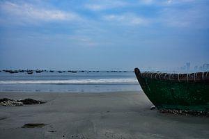 vissersboot op het strand van Bart Nikkels