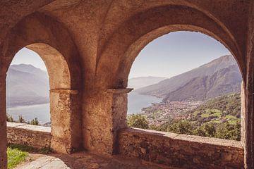 Italiaanse uitkijk op Comomeer