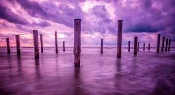 Purple sky in Petten van Peter Heins