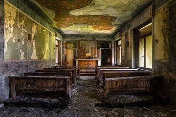 Verlassene Kapelle im Zerfall. von Roman Robroek